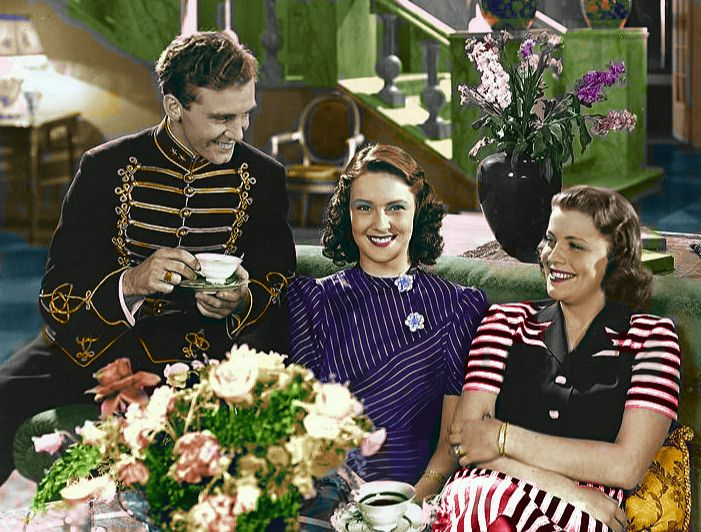 This is a scene from the movie Lieutenant's Heart 1942, with Gaby Stenberg 1923-2011 in the middle, and Sickan Carlsson 1915-2011 to the right.