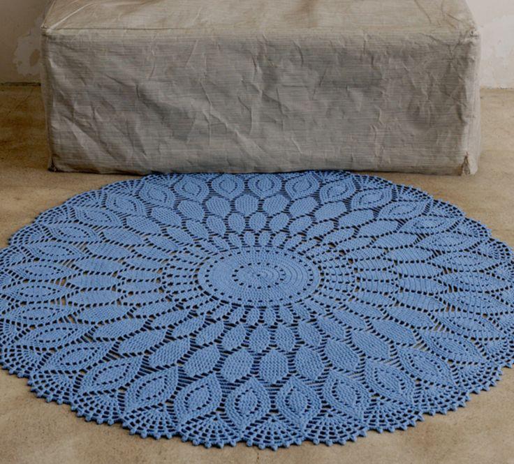 Mon napperon XXL devient un tapis mode ! Ce modèle en rosace géante s'inspire des napperons d'autrefois et prend un coup de jeune en XXL. Tapis à base de coton, 120 cm de diamètre.