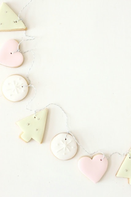 edible cookie garland - hello-naomi. could do w/ many types of cookies, even ornament cookies