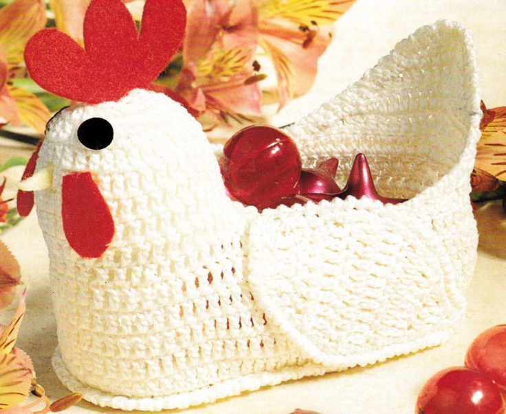 Une charmante décoration de Pâques qui pourra servir à offrir les œufs en chocolat. La crête, les yeux et le bec sont confectionnés avec des chutes de feutrine. Le panier de la cocote, prêt à recevoir tous les œufs de Pâques. Vous pouvez télécharger le...