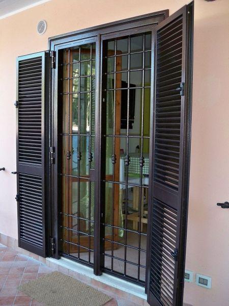 Oltre 25 fantastiche idee su finestre in acciaio su - Porte finestre in ferro ...