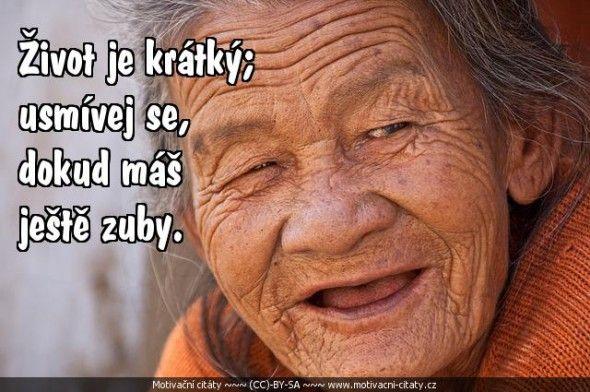 Život je krátký; usmívej se,..