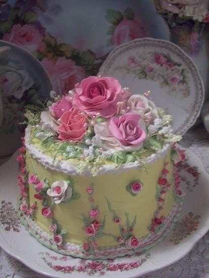 shabby Chic mini cakes | ... /LEMONSHERBERT-Shabby-Cottage-Rose-Decorated-Fake-Cake-Charming.htm