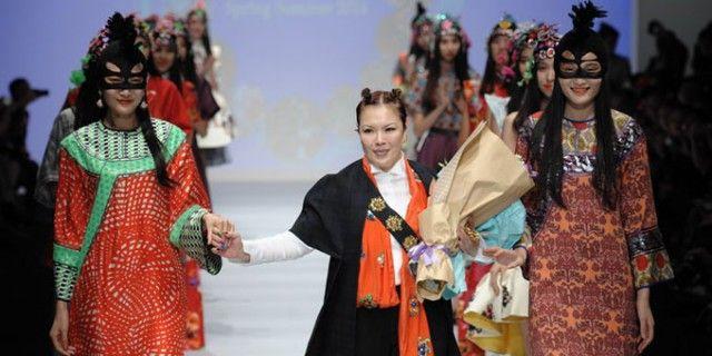 Poesia è la linea di abbigliamento femminile fondata dalla stilista Chris Chang prendendo ispirazione dalle bambole per bambine.