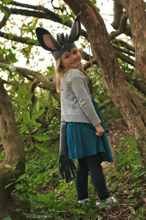 Autoroute Ye-haw, He-haw ! Votre enfant sera tellement mignon dans ce costume de queue et des oreilles. Bon pour lécole joue, les concours de Noël et un jeu créatif pour les années à venir. Lensemble dispose dun clip en métal sur la queue et la bande élastique à larrière des oreilles ; par conséquent, il sadapte à la plupart des gamins âgés de 3 - 7 + ans. La queue est environ 18 de long et oreilles tiennent environ 8 de haut.  Maintenant disponible en tailles adultes!!! Il suffit de…