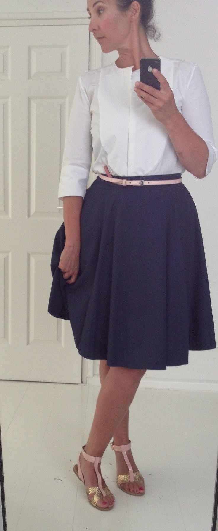 Outfitje:Helder wit...Deze temperatuur vraagt om heldere kleuren.   Mijn favo zomer'kleur' is wit. Fris, verkoelend en helder..   Blouse ZARA, Cirkelrok COS, ceintuurtje H