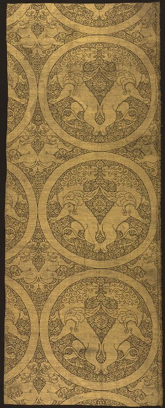 Cloth of Gold with Winged Lions and Griffins, ca. 1240–60, Central Asia. Silk and metallic thread lampas; Warp: 48 13/16 in. (124 cm), Weft: 19 3/16 in. (48.8 cm).: