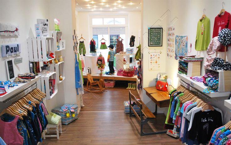 unser Kinderzimmer im SCHAUPLATZ  #Kinderzimmerdekoration #Ladeneinrichtung #kreative Idee # DIY #Kindermode #Fachvermietung #Schulbank #Obstkiste