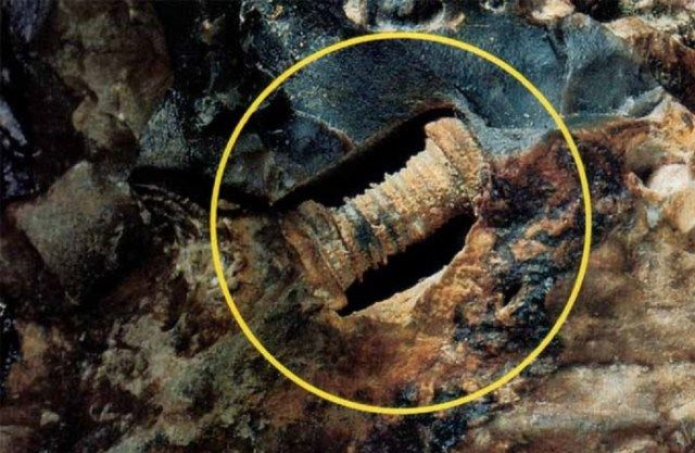 kde-se-na-zemi-vzal-sroub-stary-280-milionu-let1-696x453  V dávných dobách, kdy na Zemi ještě nežili ani dinosauři, na ní překvapivě existovaly nejrůznější technické vychytávky. Jak si jinak vysvětlit nález bezmála 300 miliónů let starého šroubu nebo indukčních cívek a podivných kovových kuliček, které byly před časem nalezeny v Rusku?