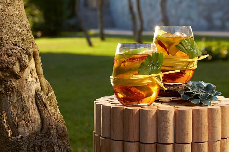 Koktejly, nebo domácí ledový čaj - například ve sklenicích Viňa - www.luxurytable.cz