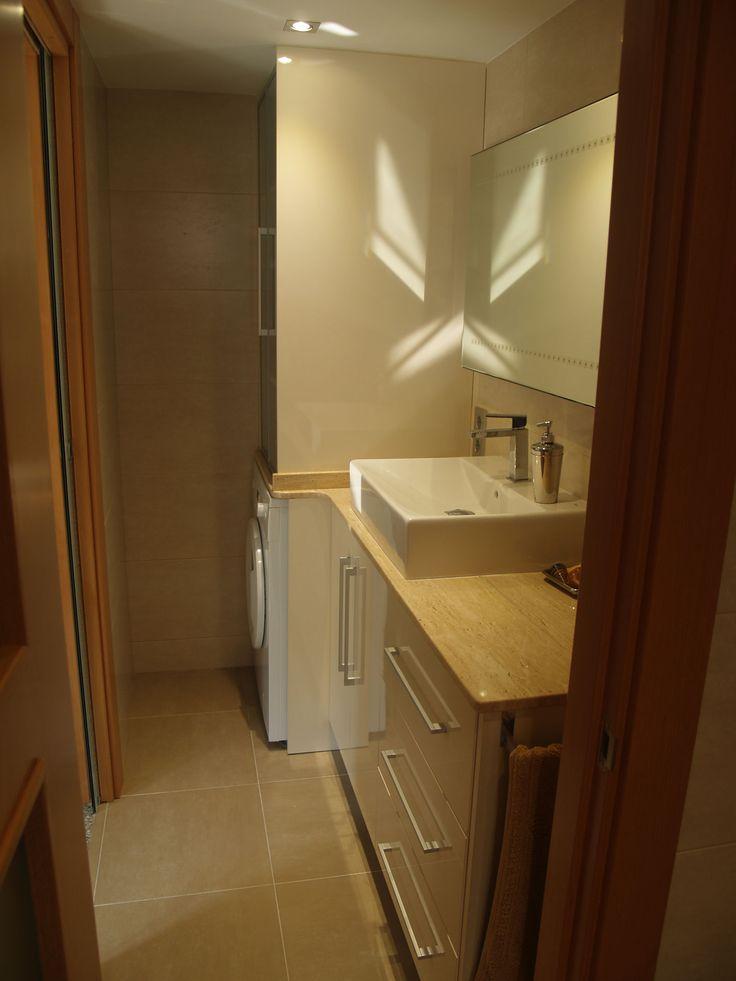 El ba o tiene una puerta corredera para separar el sal n - Lavamanos para banos ...