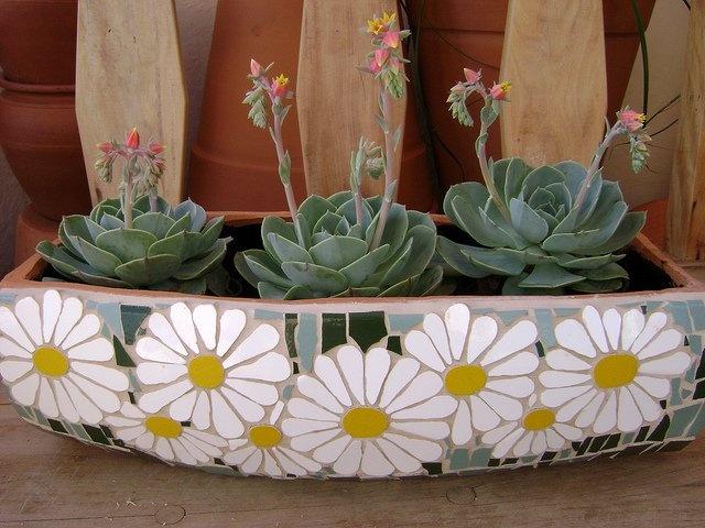 Mini Jardineira em MDF com Mosaico