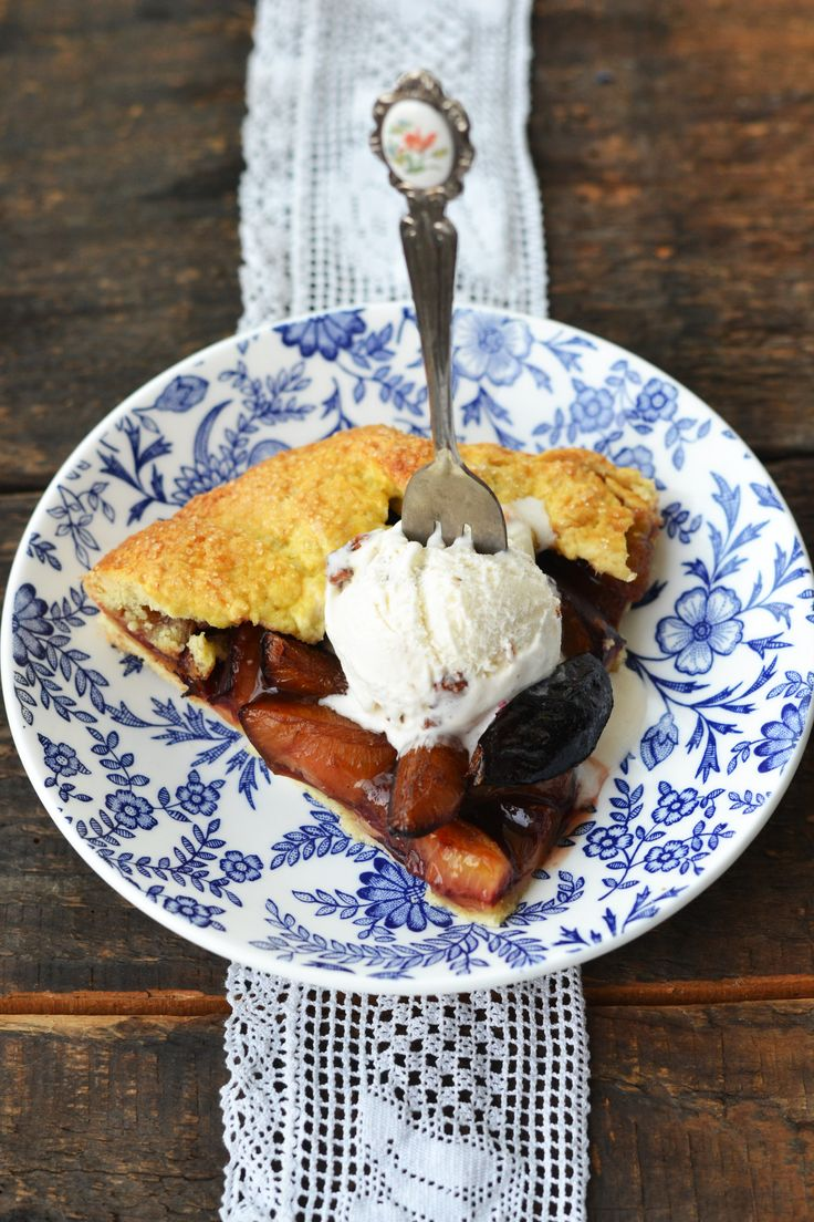 Plums galette and icecream