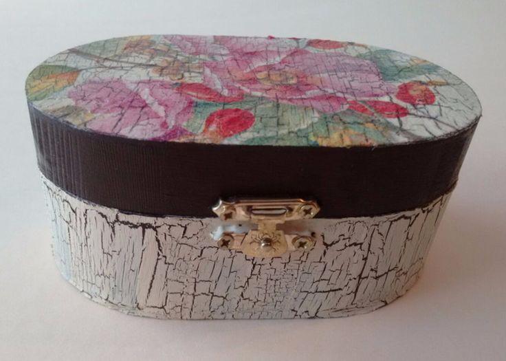 Kisten & Boxen - Holzschatulle Hagebutte - ein Designerstück von Turtle-and-Friends bei DaWanda