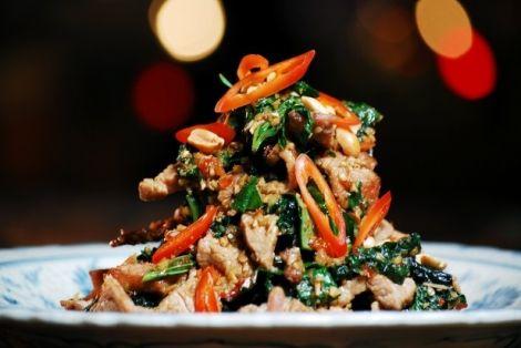 Smażona Wołowina z Trawą Cytrynową - to bardzo dobry i zdrowy przepis kuchni tajskiej. Potrawa łatwa w przygotowaniu