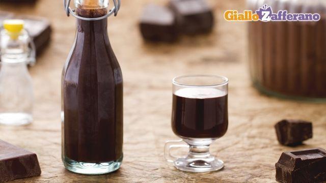 Liquore al cioccolato (2 versioni).