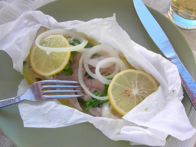 Per questa ricetta abbiamo scelto la cernia ma con lo stesso procedimento è possibile cucinare anche altri tipi di pesce. - Ricetta Portata principale : Cernia al cartoccio in pentola a pressione da Cucinarehip