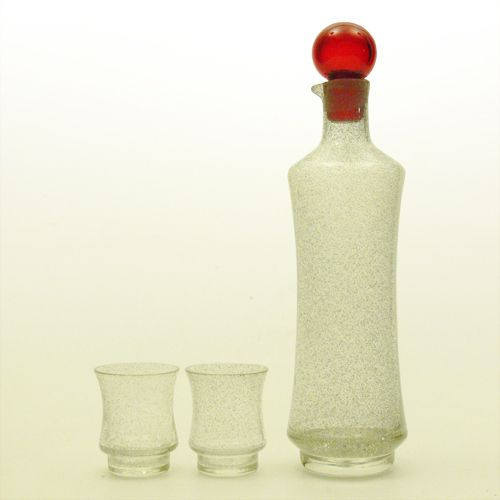 This decanter belongs to the STAR series that Tamara Aladin designed for Riihimaki in 1963.