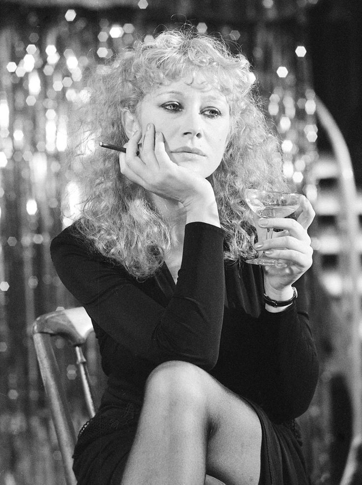 Helen Mirren looking glam on set of 1979 film Hussy ...
