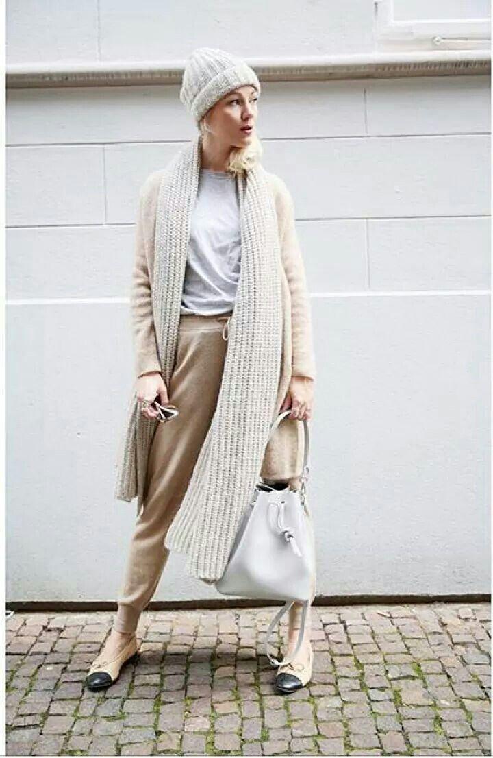 la trendsetter tedesca kate glitter indossa un total look in maglia di stefanel della collezione AI2016-17, la scelta giusta per uno stile easy chic  #stefanel #stefanelvigevano #vigevano #lomellina #piazzaducale #stile #moda #trendy #shopping #negozio #shop #looks #lookdonna #outfits #outfitoftheday #instalook  #fallwinter2016 #lana #wool #grey #maglia #sweater #model #coats #magazine