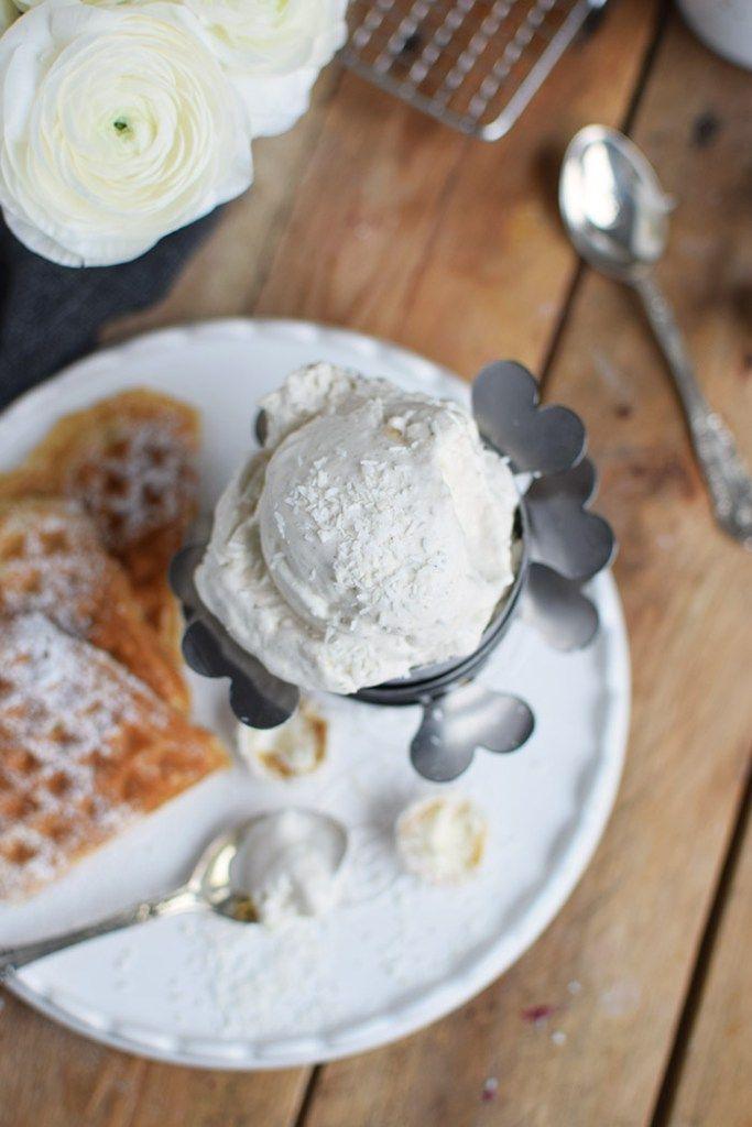 Raffaello Coconut Ice Cream and Coconut Waffles (http://knusperstuebchen.net/2016/04/01/raffaello-kokos-eis-und-waffeln-werbung/)