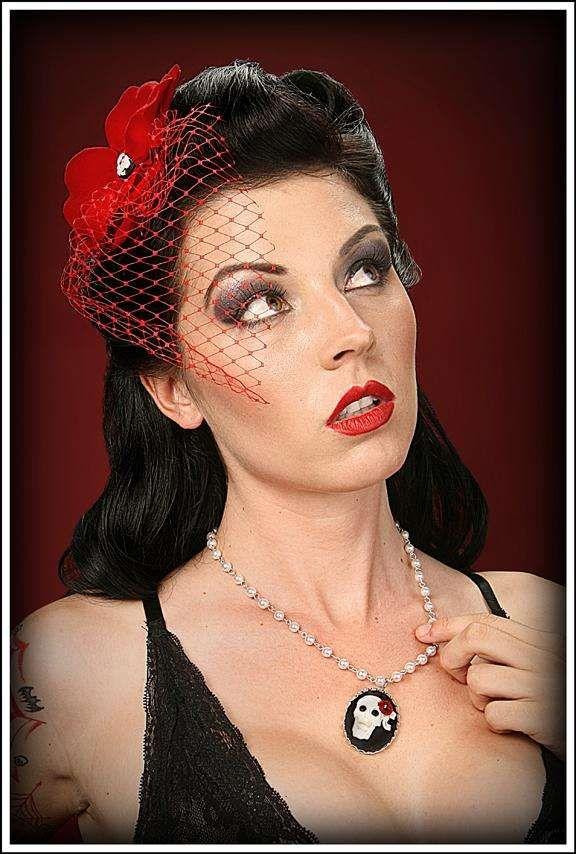 Retro-Style Headpieces - Sizzling Hot Pin-Up Style Fascinators Make A Fashion Comeback (GALLERY)