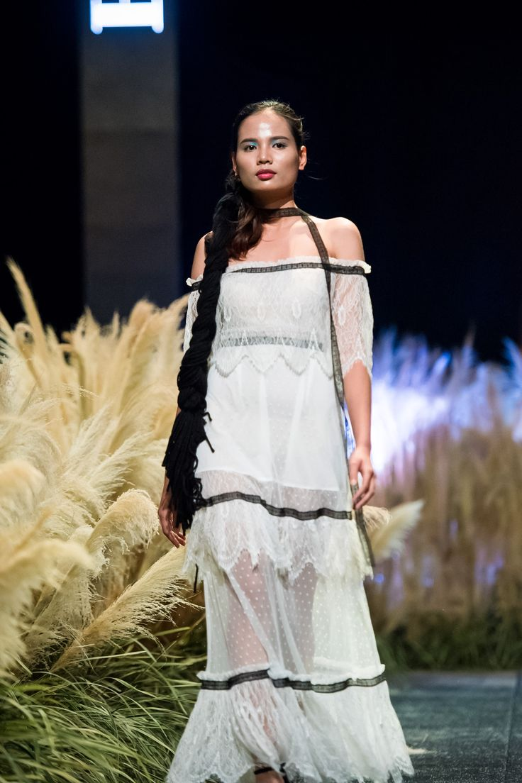 Vietnam Fashion Week FW17 - Ready To Wear.        Designer: Ha Duy   Photo: Le Chi Linh