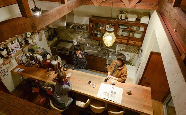 「ニジノワムラ」は小さい頃に作った秘密基地のような空間。カフェのようなカウンターで童心に戻る