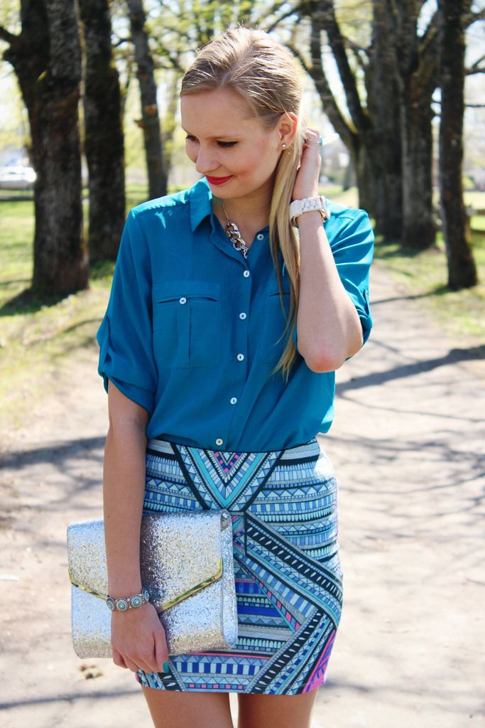 New outfit post on Call me Maddie- I am wearing a turquoise blue blouse with pockets from H&M, aztec print mini skirt from Stradivarius,…