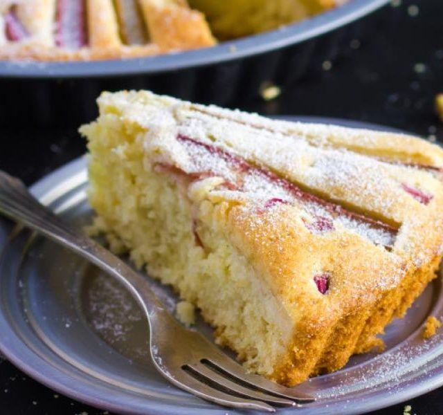 Recept Výborný rebarborový koláč se zakysanou smetanou