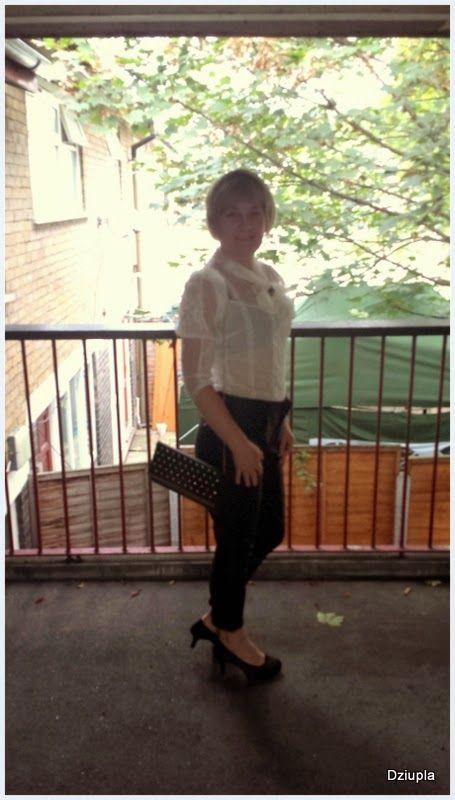 jolanta pawlak -Dziupla chwile kolorowe i te z deszczem: Koronkowa bluzka i czarne skórzane spodnie