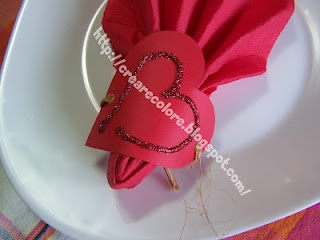 Tutorial Blog & Youtube  ♥ Romantic table with a heart glittery to use as stops towel or coaster.