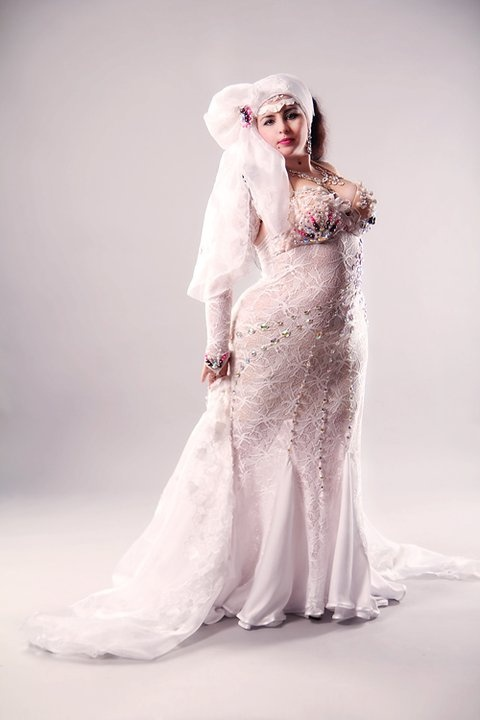 Big and fabulous! The gorgeous plus size and white costume | Bellydance Vogue