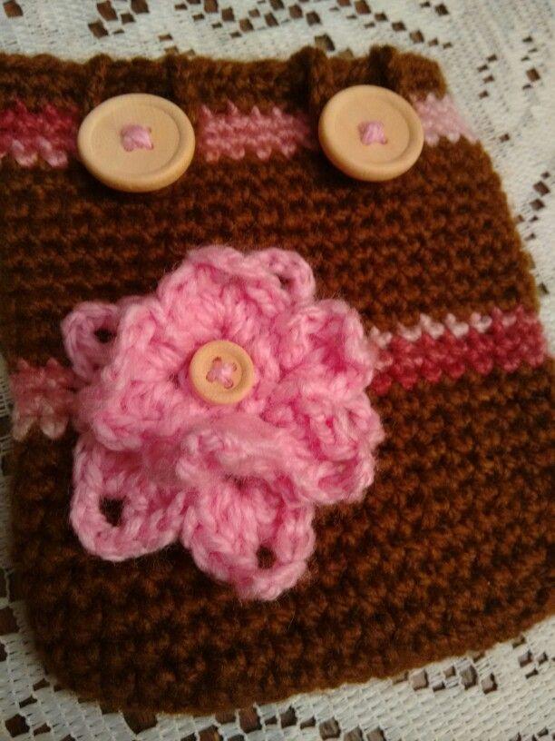 Porta disco duro, crochet, madera y flor...