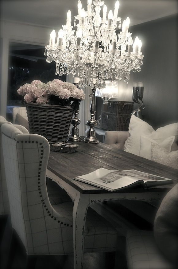 Interiør Blogg – Villa Paprika - yes to the oversized chairs in the dining room and AhMaZing chandelier!