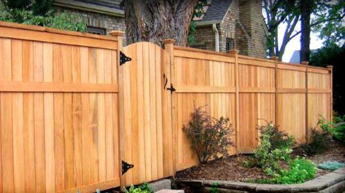 Which type of fence is best for you? The answer depends on your budget and stylistic preferences. Here are the pros and cons of homeowners' most popular choices.