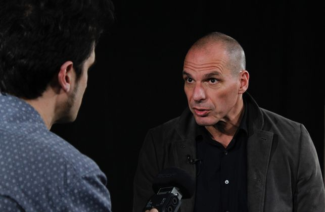 """La República Independiente de la Radio abre sus puertas al ex-ministro de Finanzas griego Yanis Varoufakis . """"La Unión Europea hace parecer imbéciles a los pueblos"""" """"Sólo hay una palabra …  Continue reading"""