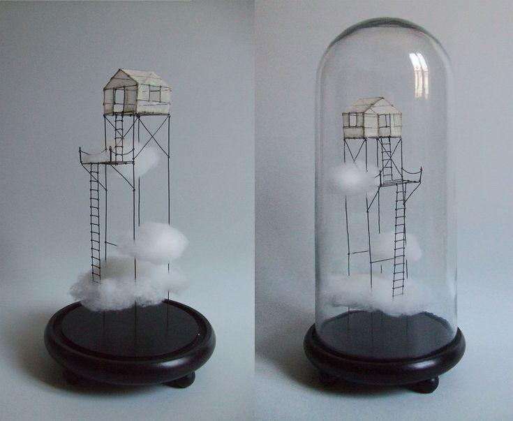 ° ... dans les nuages sous globe fil de fer, tarlatane teintée & nuage H 40 x 18 cm de diamètre