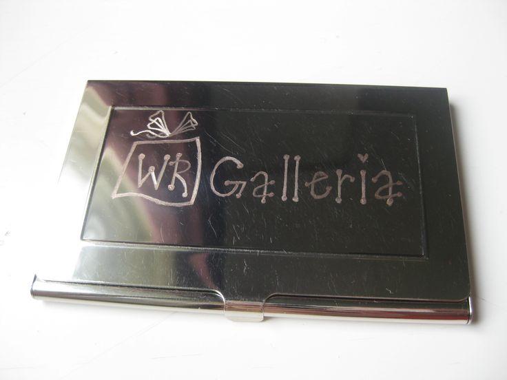 Käyntikorttikotelotkin näyttää heti kivemmalta kun niihin kaivertaa yrityksen logon ;)