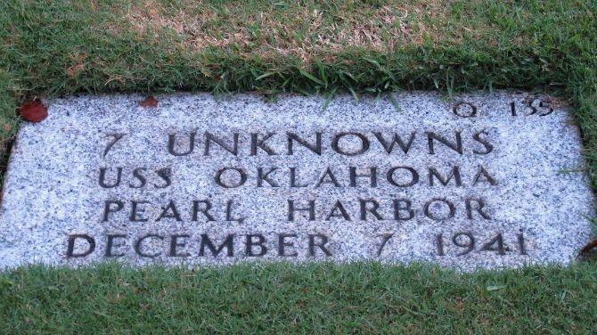 De anonieme stoffelijke overschotten van honderden Amerikaanse soldaten die stierven bij de aanval op Pearl Harbor tijdens WO II worden opgegraven in een poging ze alsnog te identificeren. Dat heeft het Amerikaanse ministerie van Defensie bekendgemaakt.