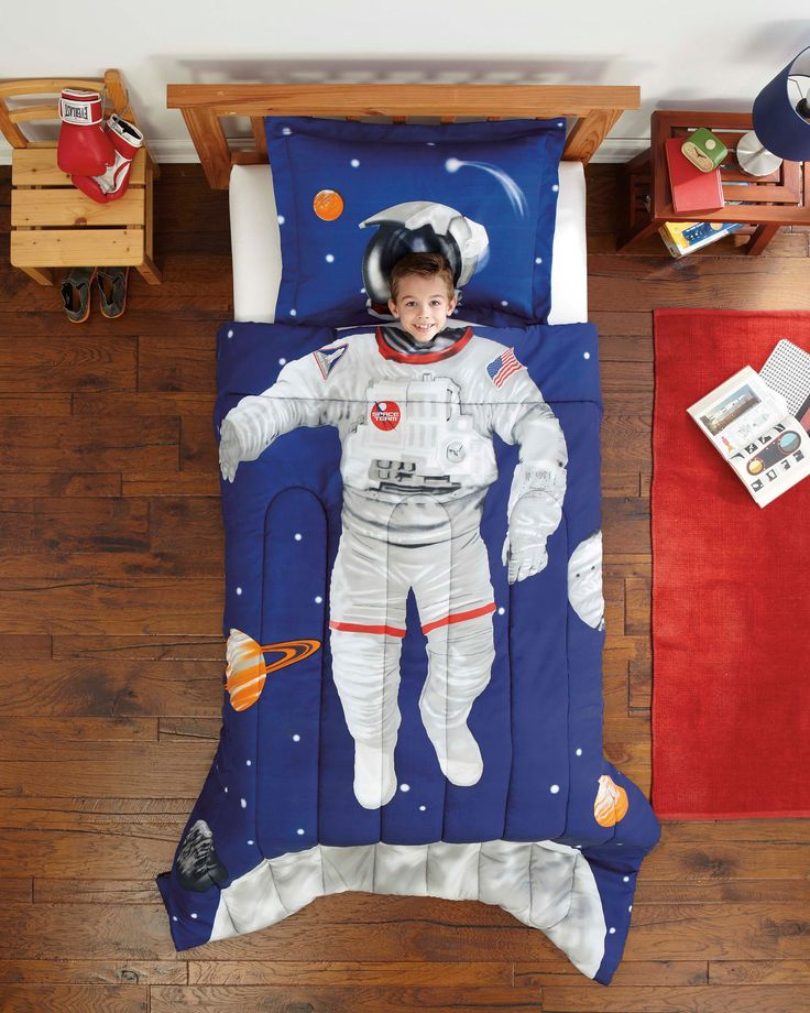 Outer Space Room Decor For Teen: An Idea For Lainey, Really. Astronaut Outer Space Bedding