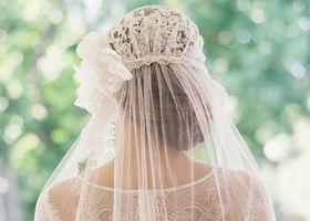 お団子ヘアのポイントは3つ♡〔高い位置×くしゅくしゅ感×お花飾り〕が可愛い花嫁ヘアアレンジ9選♡