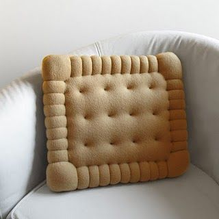 biscuit cushion: Ideas, Fun Recipes, Biscuits Pillows, Petite Beurre, Biscuits Cushions, Cookies Pillows, Diy, Design, Crafts