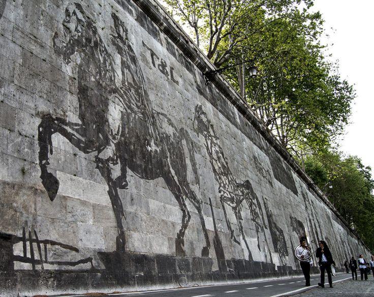 Locating William Kentridge's Massive Mural in the Roman Landscape | Hyperallergic | William Kentridge, 'Triumph and Laments' (photo courtesy Alice Marinelli)