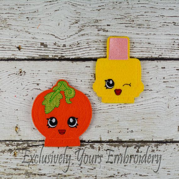 Your child can create their own adventures with this Shopkins Inspired Finger Puppet set.  This listing is for a set of 6 finger puppets:  1- Nail Polish 1- Cookie 1- Jello 1- Pear 1- Pumpkin 1- Apple Pie    Each puppet is constructed using quality Eco-Felt (acrylic felt) and thread. Each puppet measures approximately 4 inches high.  Your child will enjoy countless hours of play time with these finger puppets featuring their favorite characters.  To see more of our finger puppet collections…