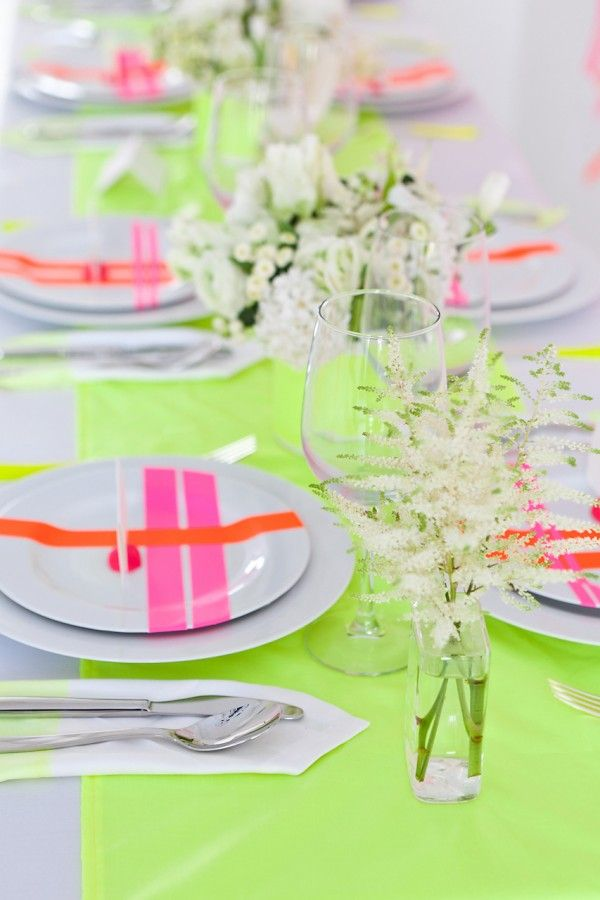Neon wedding (photo by art beauty life)Wedding Inspiration, Neon Parties, Tables Sets, Summer Parties, Dinner Parties, Neon Style, Neon Colors, Neon Wedding, Places Sets