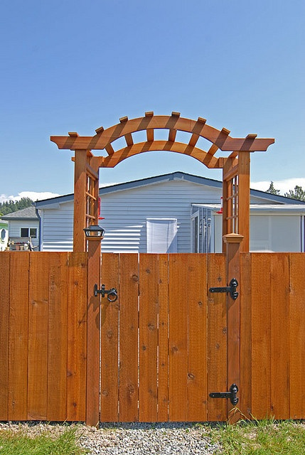 Side yard gate and arbor