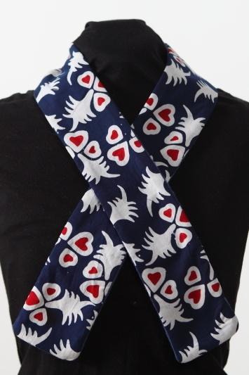 Informationen über Batik finden Sie auf meiner Seite im folgenden Link:    http://www.kanue-batik.com/uber-mich/uber-batik/    Wunderschöner Schal ...