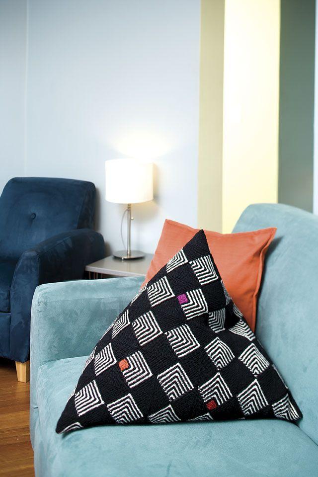 Ravelry: Pyramid Pillow pattern by Vivian Høxbro