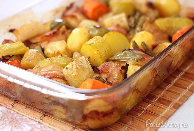 PANELATERAPIA - Blog de Culinária, Gastronomia e Receitas: Frango Assado com Legumes e Bacon